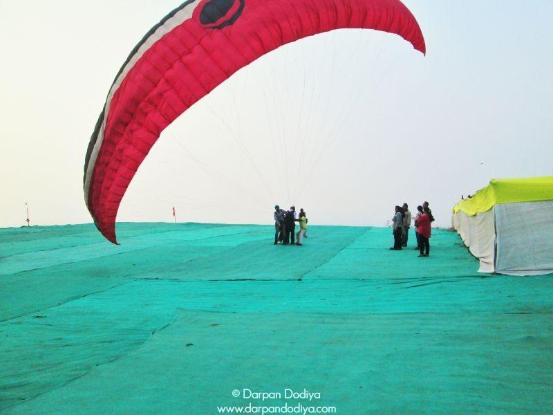 Let The Wind Smash Saputara Paragliding Festival Gujarat Hill Station Photos