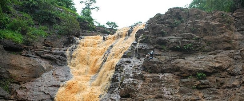 Featured Barda-Waterfalls-Chankhal-Ahwa-List-of-Waterfalls-in-South-Gujarat